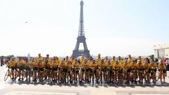 Team Rynkeby - God Morgon Täby framför Eiffeltornet i Paris
