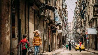 Haben nicht mehr als die Kleidung, die sie tragen: Kinder in Syrien. Nach Angaben der SOS-Kinderdörfer hat der Hunger im Bürgerkriegsland einen traurigen Rekord erreicht. Foto: Alea Horst