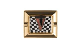 """Ein barokes """"V"""" ist das markante Zeichen der neuen Geschenkkollektion von Rosenthal meets Versace"""