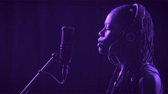 Gabrielle Goliath, stillbild ur videoverket This song is for ... från 2019. Bilden är beskuren.