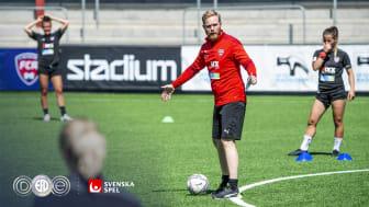 Tränare Jonas Eidevall under en träning med FC Rosengård den 24 juni 2020 i Malmö.