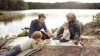 Mysig picknick vid Svinsjön i Äskhults by.