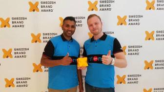På plats i Stockholm för att representera NetOnNet och ta emot det prestigefulla priset fanns Alexander Backström, Varuhuschef för NetOnNet Slagsta samt Thiline Rajapakse, ställföreträdande varuhuschef för NetOnNet Slagsta.