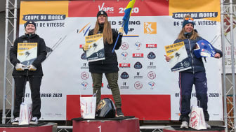 Det blev dubbelt svenskt på pallen när världscupen startade för säsongen. Britta Backlund, Rättviks SLK, vann före Lisa Hovland Udén, Nolby Alpina.