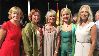 Finalkväll i prinsessan Birgittas golftävling på Mallorca. Annika Norén, hjärtgolf vinnarna Eva och Therese, och Alexandra med prinsessan Birgitta.