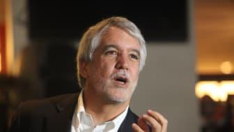 Hyllade Enrique Peñalosa gästar Persontrafik