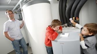 Mit steuerbaren Verbrauchseinrichtungen wie Elektroheizungen oder Wärmepumpen versuchen das Bayernwerk und TenneT die Flexibilität des Energiesystems zu Gunsten der Stromverbraucher zu erhöhen.