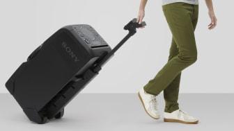 Эта универсальная система легко перемещается по дому на удобных колесиках с помощью выдвижной ручки.