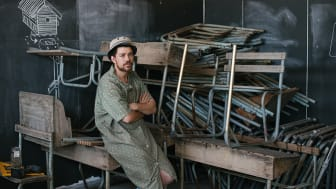 Konstnären Kemang Wa Lehulere i sin studio i Kapstaden. Foto: DNA Photographers.