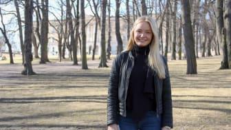 Thea Fivel skriver bacheloroppgave på BI om Boligbyggs hittil største nybygg- og rehabiliteringsprosjekt. Foto: Boligbygg