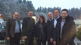Bayerisches Glasfaser-Gipfeltreffen: Ernst Eberherr (Bürgermeister Egmating), Eugen Gillhuber  (Bgm. Moosach), Veronika Kriese (Deutsche Glasfaser), Josef Oswald (Bgm. Glonn), Andreas Lutz (Bgm. Oberpframmern), Benjamin Ogles (Deutsche Glasfaser)