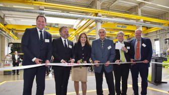 The ribbon for the opening was cut by (from the left): Jan-Hendrik Mohr, Dr. Patrick Claas, Cathrina Claas-Mühlhäuser, Reinhold Claas, Oliver Westphal and Volker Claas.