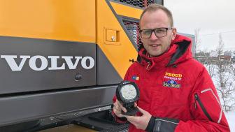 Martin Nyrén, produktägare servicemarknad, slår ett slag för Tyris nya ljussystem INTELLi Light