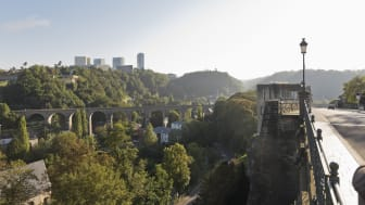 Luxembourg City, view from Rue de Clausen Rocher du Bock to the Passerelle Bridge over the Pfaffenthal Valley. Photo: Getty Images.