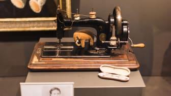 Første utgaven av et Steiff kosedyr © Steiff Museum F: Teymur Madjderey OBS: Videre bruk av bildet er ikke tillat!