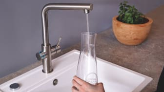 Nordmenn ønsker å bli flinkere til å drikke springvann, men mange foretrekker å drikke noe med smak eller kullsyrevann. Da kan et vannsystem som Grohe Blue, som gir deg avkjølt og filtrert drikkevann, med eller uten bobler, være en god investering.
