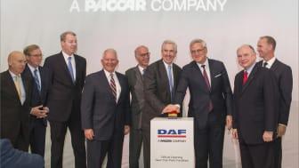 DAFs nya anläggning för hyttlackering lanserades med Belgiens vice premiärminister Kris Peeters och PACCAR Executive Chairman Mark Pigott.