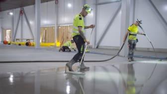 Weber är nu ett Auktoriserat Golvföretag. Auktorisationen gör det lättare för beställare att upphandla golvinstallationer med höga krav på hållbarhet.