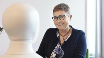 Upplands-Bro kommun coronasäkrar rekrytering av personal med intervjuroboten Tengai