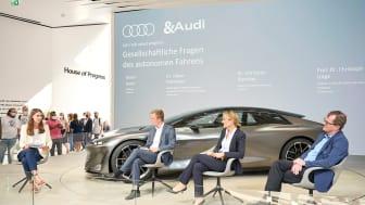 Den samfundsmæssige betydning af selvkørende biler diskuteres med eksperter på IAA