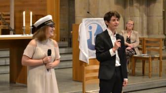 """I år tilldelades två elever """"Valedictorian"""" (högsta totalpoäng i klassen) då båda hade 42 poäng av 45 möjliga, Filippa Johansson, Götene och Mickaël Gayet, Skövde"""