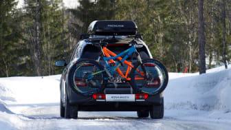Hyundai Kona Electric med sykkelstativ på lastekrok. Foto: Hyundai