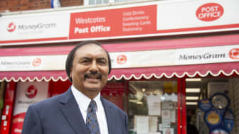Leicester Postmaster Hemandra 'H' Hindocha celebrates 40 years' Post Office service