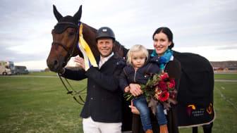 Jens Fredricson med familj efter vinsten i Jönköping Grand Prix