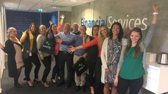Fornøyde medarbeidere: Financial Services tok i mot oppkjøpsbudskapet med stor entusiasme.