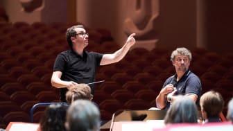 Generalprobe des Sinfonieorchesters Basel im Goetheanum: Dirigent Jochen Rieder und Tenor Jonas Kaufmann (Januar 2019) (Foto: Benno Hunziker)