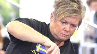 Lena Jönsson är en av examinatorerna på den första certifieringen av hundfrisörer i Sverige