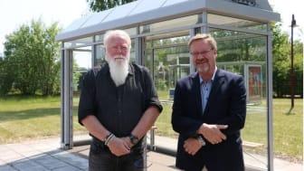 BILD: OLOF CARLSON |   Per Saveborn, Team Tejbrant och Anders Hedström på Camfil framför det nya  skyddet som ska rena luften.