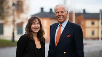 Årets Uppsalastudent Emma Tysk och Anders Wall i klassisk Uppsala-miljö. (Foto: David Naylor)
