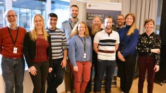 Jubel: Hele energiledelsesteamet i Undervisningsbygg stråler etter beskjeden om at foretaket er innstilt til ISO 50001. Foto: Benedicte Nylund