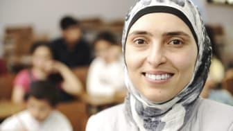 Flere flygtningekvinder skal følge i mændenes fodspor ud på arbejdsmarkedet. Ledigheden blandt dem er fortsat højere end blandt mændene.