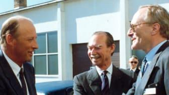 Harald Dovland (t.h.) møter daværende Kronprins Harald og storhertug Jean av Luxembourg i 1990. Foto: NILU