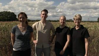 Från vänster: Caroline Eriksson, projektledare, Gustav West, leg. veterinär, Malin Collin, leg veterinär och Kristina Olsson, klinikchef och leg. veterinär. Foto: Sofia Rönneke