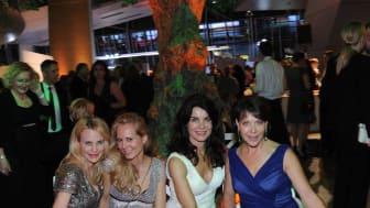 Sonja Kiefer, Nadja zu Schaumburg-Lippe, Nicola Tiggeler und Janina Hartwig auf dem Promi-Bankerl beim Felix Burda Award 2016