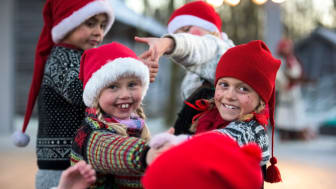 large-Santa kids performing at the christmas fair  Norsk Folkemuseum-CH  - VisitNorway.com.jpg
