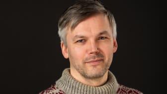 Odd Eirik Sætre Færevåg har skrive forteljingar frå Røvær
