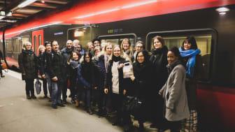 Eleverna och deras färdkamrater när de anlände till Stockholm. Bild: MTR Express