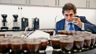Philippe Barecca är inköpsansvarig på Arvid Nordquist Kafferosteri. Hör honom berätta om hemligheterna bakom den goda koppen kaffe med ännu godare eftersmak.