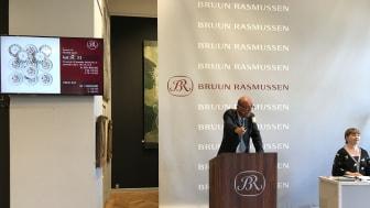 Jesper Bruun Rasmussen sells the 12 dragon dishes for DKK 1 million (€175,000 including buyer's premium).