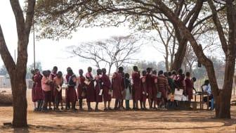 Erikshjälpen bedriver långsiktigt arbete för barns rättigheter i 18 länder, inklusive Sverige. I Kenya (där bilden är tagen) arbetar Erikshjälpen bland annat för att fler barn ska få tillgång till utbildning. Foto: Anna Hållams