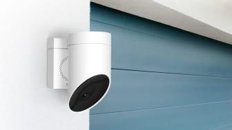 Somfy Outdoor Camera är en intelligent utomshuskamera med inbyggd siren
