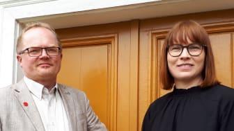 Mikael Berglund, byggnadsnämndens ordförande Umeå kommun till vänster och Evelina Fahlesson, ordförande i bygg- och miljönämnden Skellefteå  har båda tittat in i kristallkulan när det gäller utmaningar och behov för framtidens byggande och boende.