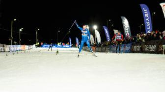 Jackline Lockner feirer seier under dagens World Sprint Series i Trysil. Foto: Jonas Sjögren