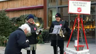 Den 6, 7, 10 och 12 december har Frälsningsarméns högkvarter i Stockholm hand om julgrytan på Östermalmstorg.