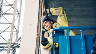 I höst lanserar Ramirent 150 nya digitala kurstillfällen inom bland annat säkra lyft,  lift, fallskydd och ställning.