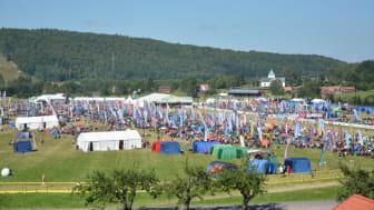 En folkfest med ca 20 000 deltagare